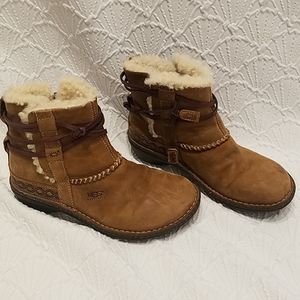 UGG Cove Winter Snow Brown Boots Booties 6